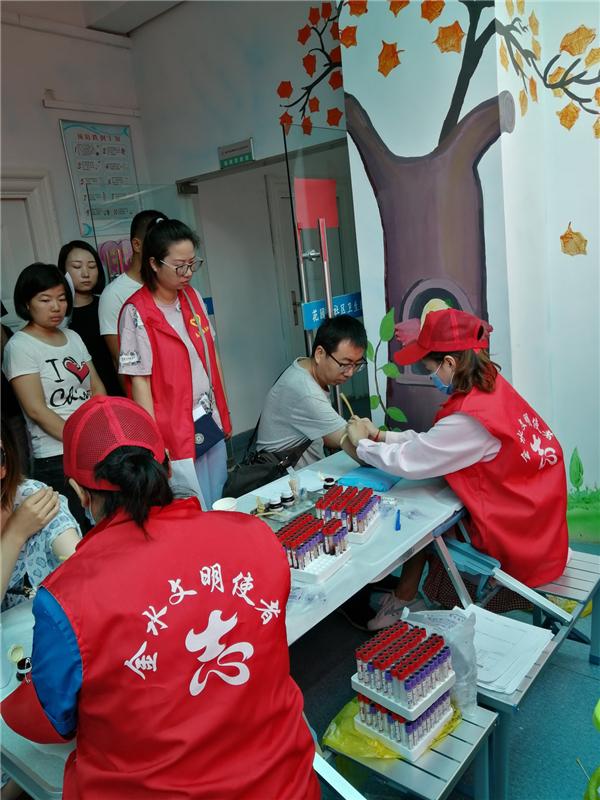 健康义诊进社区  志愿服务暖人心