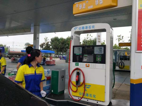 驻马店公路港石化售加水汽油 消费者新车跑一公里趴窝