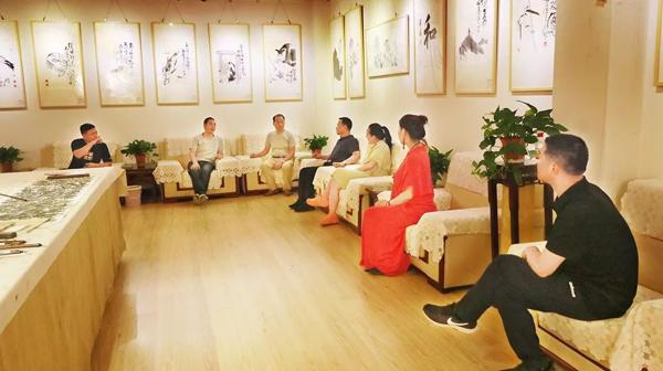 郑州大学美术学院中国画系主任张宽武先生莅临唐人街鑫舞舞蹈总部参观指导工作
