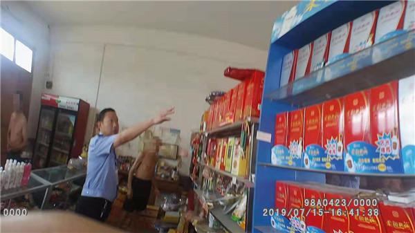 邓州民警走访中查处一起非法储存烟花爆竹案