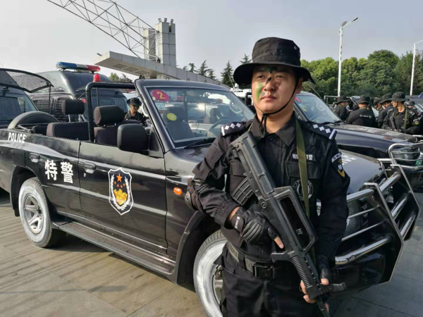 """赵天沛:特警队里的""""多面手"""""""