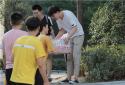 庆祖国70华诞 河南工程学院计算机学院青年志愿者酷暑献礼一线工作者
