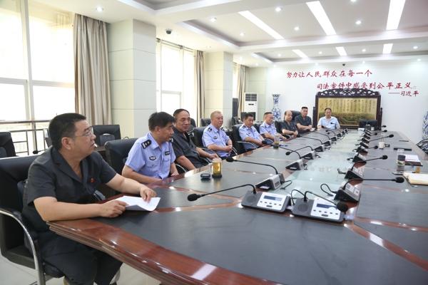 镇平县法院召开退伍军人座谈会