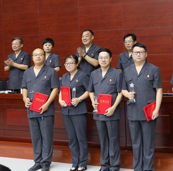 献礼新中国70华诞: 认真细致办好案 心中坚守职责和荣誉