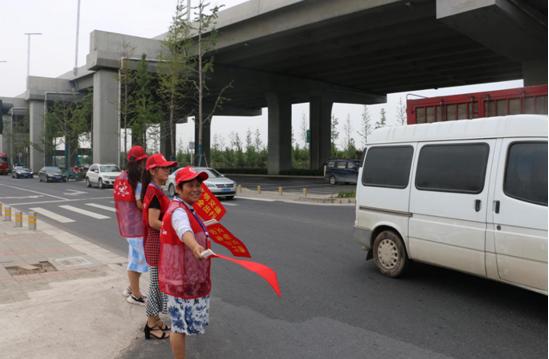文明交通劝导 人大志愿者在行动