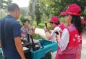 """郑州市兴达路街道志愿者将""""红色暖流""""送入残疾人心中"""
