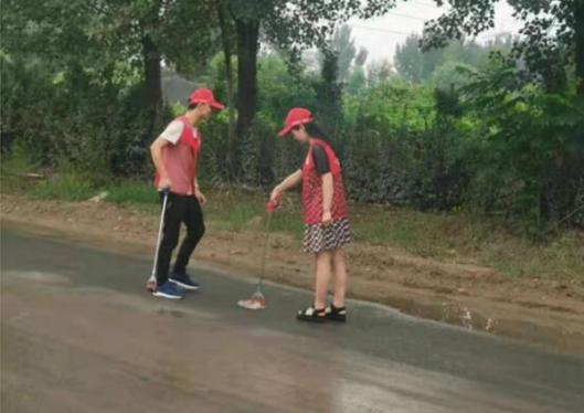 郑州市兴达路街道志愿者推进网格化管理巩固卫生治理成果