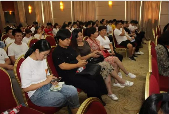 河南省童装批发(代理)商转型升级主题论坛暨电商直播培训班在郑州举行