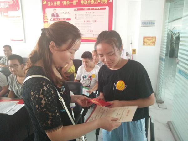 内乡县湍东镇:企业慷慨捐赠 助力学子圆梦
