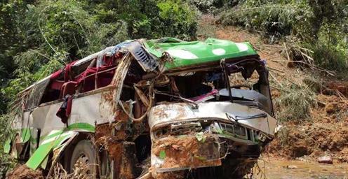 中国旅游团在老挝遭遇车祸 已有13名中国公民死亡