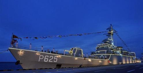 中国援赠的一艘护卫舰22日入列斯里兰卡海军