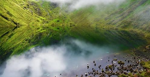 西藏朗吉错:瀑布跌宕多姿 气候凉爽宜人