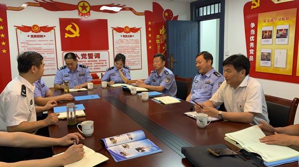 河南省公安厅留置看护总队长荣忠立一行莅临桐柏调研公安看护管理工作