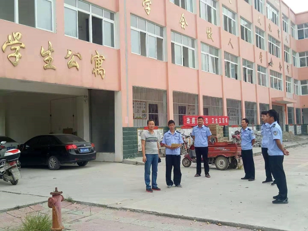 邓州民警王伟杰:心系学生安全上好开学法制第一课
