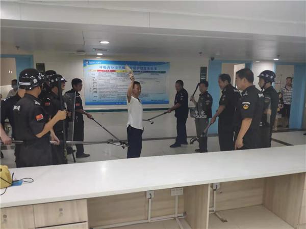 新野县人民医院开展反恐应急演练