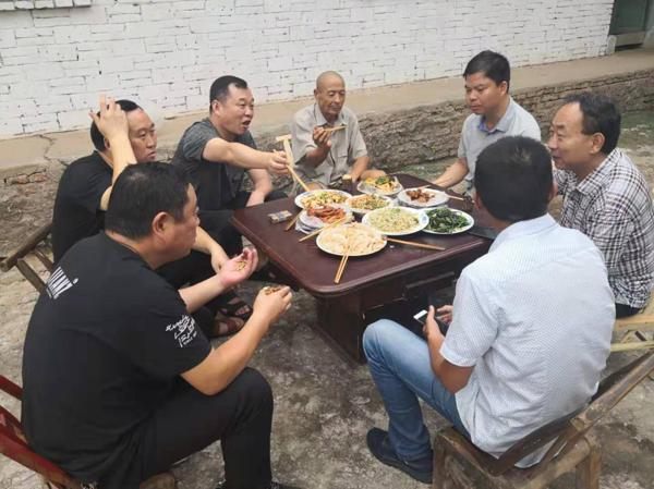 """淅川县卫健委:以帮扶""""五个一""""夯实脱贫攻坚基石"""