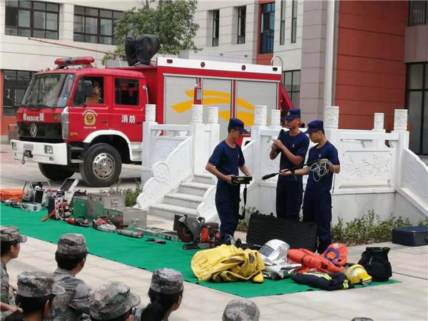 南阳:把消防知识送到学生军训场