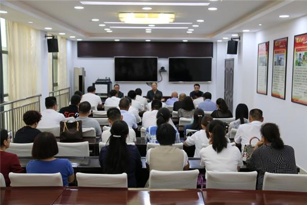 南召法院举行人民陪审员就职宣誓仪式暨座谈会