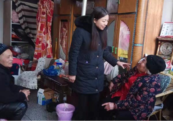 【网聚正能量 追梦太康人】毛爱云:垫资10万为居民修建文化广场