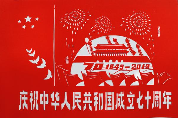 """【守艺中华】民间剪纸艺人黄建军:行走在指尖的匠人 让剪纸""""活起来"""""""