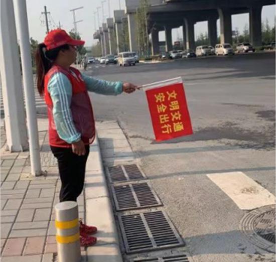 郑州市兴达路街道:倡导文明交通行为