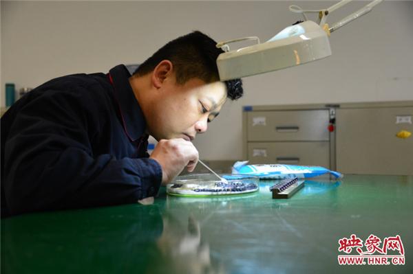 【中国梦·大国工匠篇】王鹏:一名普通航空人心中的报国情怀与担当