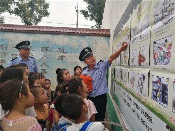 邓州东站公安筹备组开展高铁安全知识进校园宣传活动