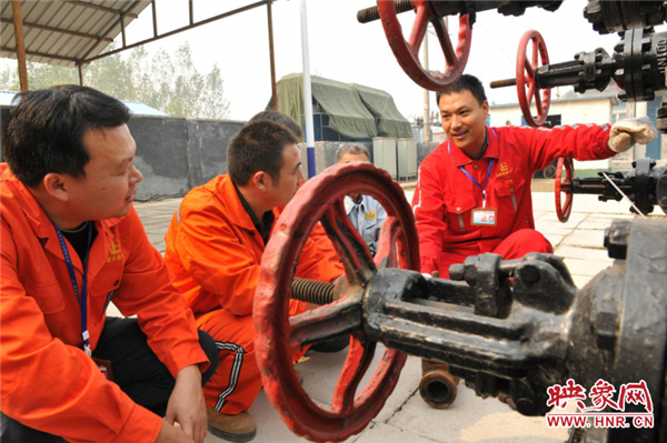 【中国梦·大国工匠篇】都亚军:更多的在技能工人实现了自身的价值