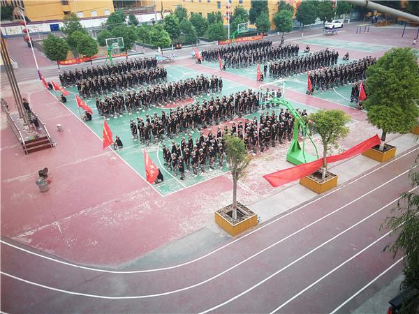 新野施庵二小:军事特训培育新时代小学生