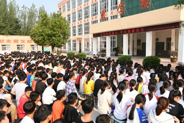 唐河法院:开学第一课法官来护航
