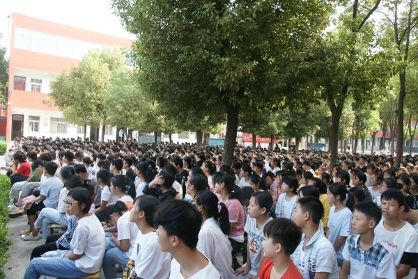 邓州法院:开学法治第一课走进桑庄镇一初中