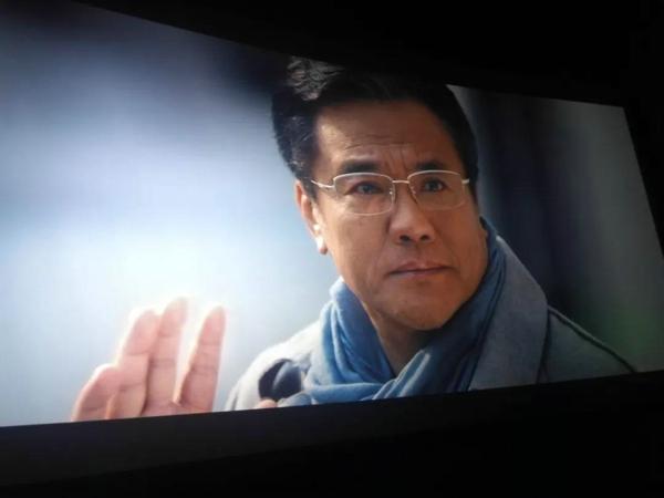 振兴中华,乃我辈之责 ——郑州市实验小学全体教师观影《黄大年》