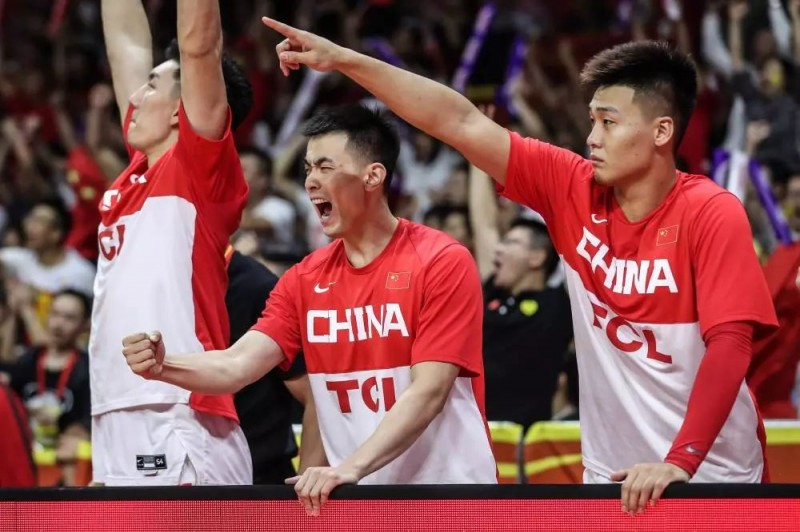 中国男篮迎至暗时刻?全国网友都在心疼易建联……进军奥运仅剩理论可能