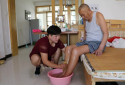 【网聚正能量 追梦太康人】张培育:82岁邻居偏瘫,主动接回家中照顾5个月