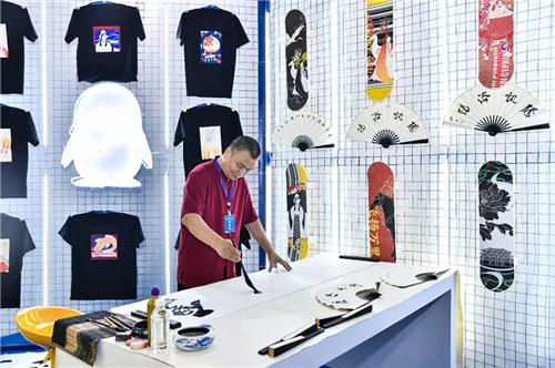 腾讯参展第二届中原文化旅游产业博览会 牡丹奖·全球文创设计大赛作品引爆现场