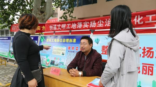 南阳市宛城区开展环境污染防治宣传一条街活动