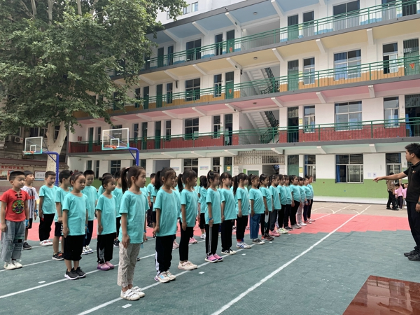 郑州市中原区百花艺术小学 新生入学系列课程多姿多彩