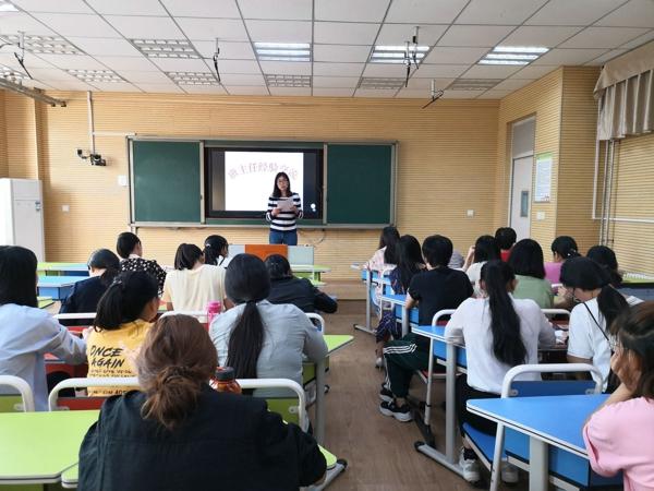 智慧耕耘  幸福成长——郑州高新区五龙口小学召开班主任经验交流会