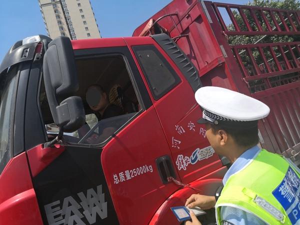 """高速总队在京港澳高速安装15处防疲劳""""神器"""" 开展疲劳驾驶综合治理"""