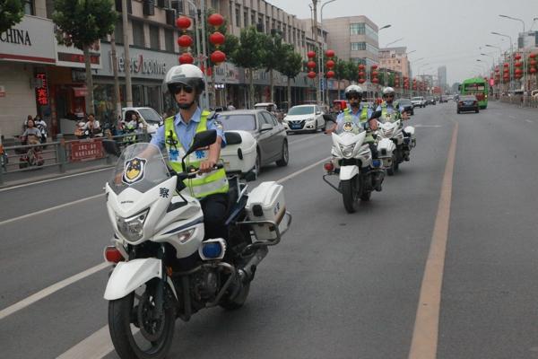"""国庆节来临,武陟交警筑牢交通安保""""防火墙"""""""