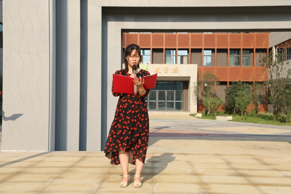 """郑州市中原区新街坊小学举行""""红领巾心向党,我为祖国庆华诞""""系列主题活动。"""