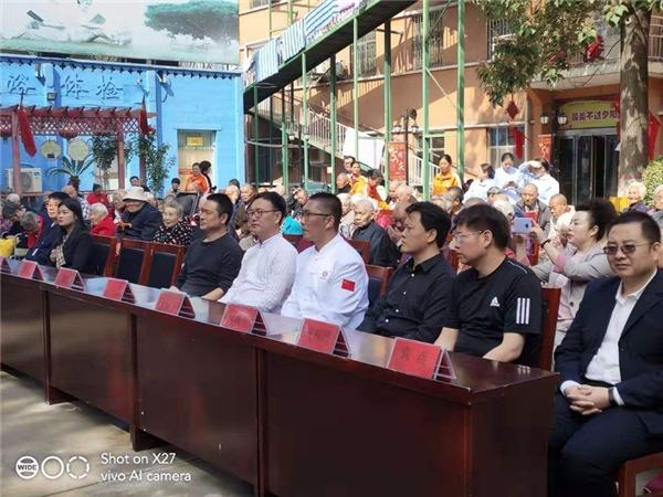 """爱洒重阳 瑞阳养老院内举办""""同吃一锅鱼 共度重阳节""""活动"""