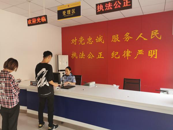 张晓阳:小小户籍室 为民服务心