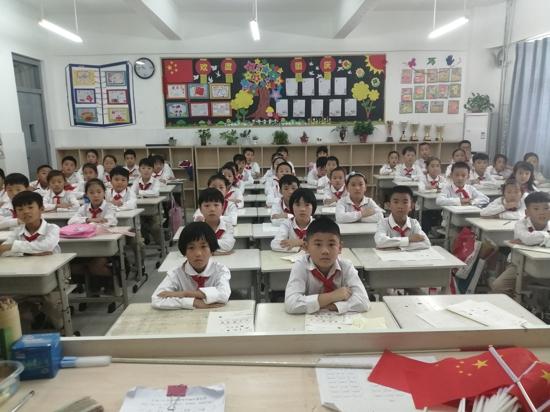 做最好的三年四班!——郑州市高新区五龙口小学