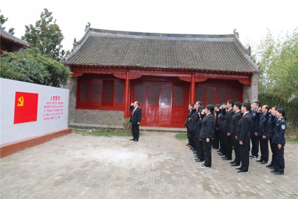 南召法院:参观红色教育基地 重温入党誓词