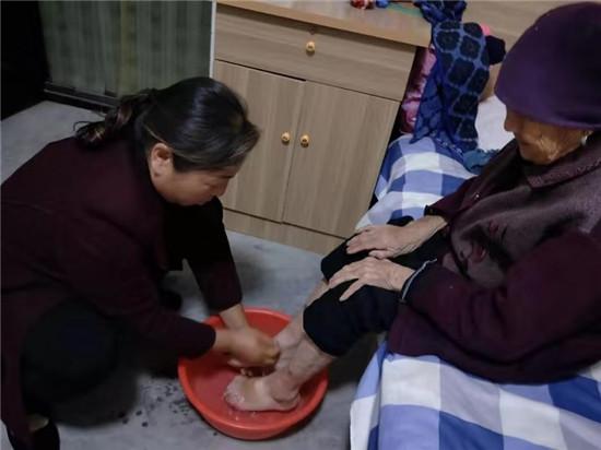 【网聚正能量 追梦太康人】:回报村民援助,冯锦霞投资百万建敬老院