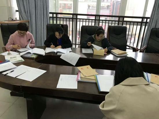 郑州高新区五龙口小学开展教案常规检查工作