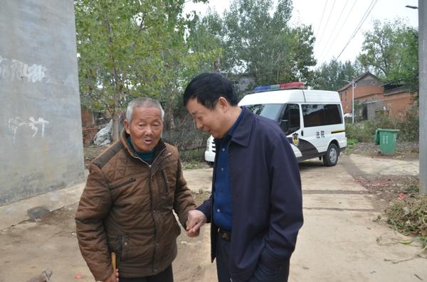 新野法院院长王付令到高桥村走访调研扶贫工作