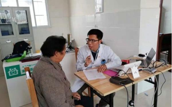 宛城区红泥湾镇杜思远:一名全科医生的健康扶贫之路
