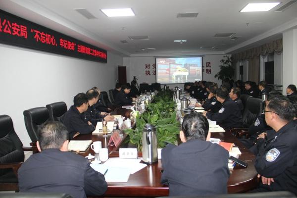 新野县公安局组织党员民警观看《榜样4》